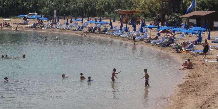 ΠΡΩΤΑΡΑΣ: Έκοψε την είσοδο ασθενοφόρων στην παραλία – ΦΩΤΟΓΡΑΦΙΑ