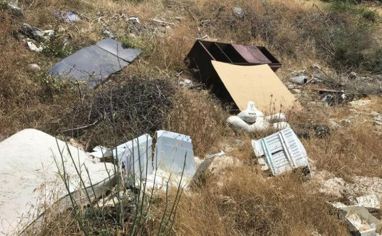 ΛΕΜΕΣΟΣ: Σκουπιδότοπος κατάντησε περιοχή (Φωτογραφίες)