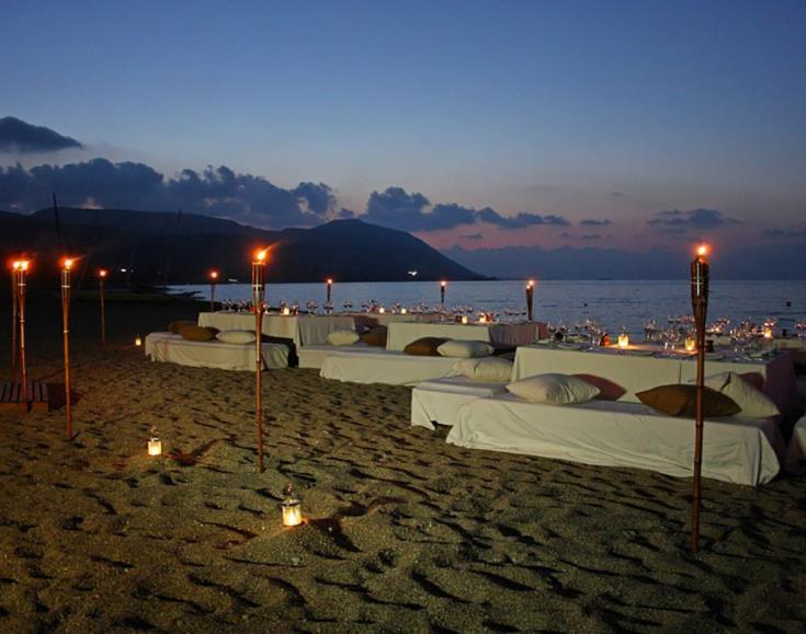 Kαταγγελίες για πάρτι σε παραλία ξενοδοχείου στην Πάφο, εις βάρος της ωοτοκίας των χελώνων